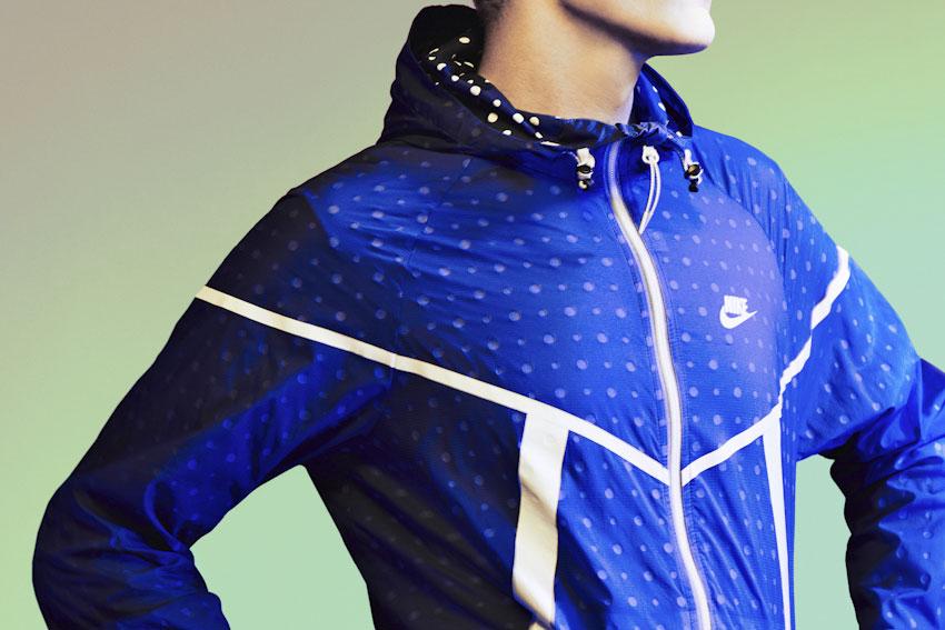 Nike Tech Hyperfuse Windrunner – pánská běžecká bunda větrovka s kapucí, modrá s puntíky – 2015