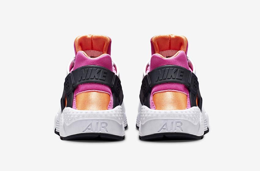 Nike Air Huarache – bílé, oranžové a růžové detaily – zadní pohled