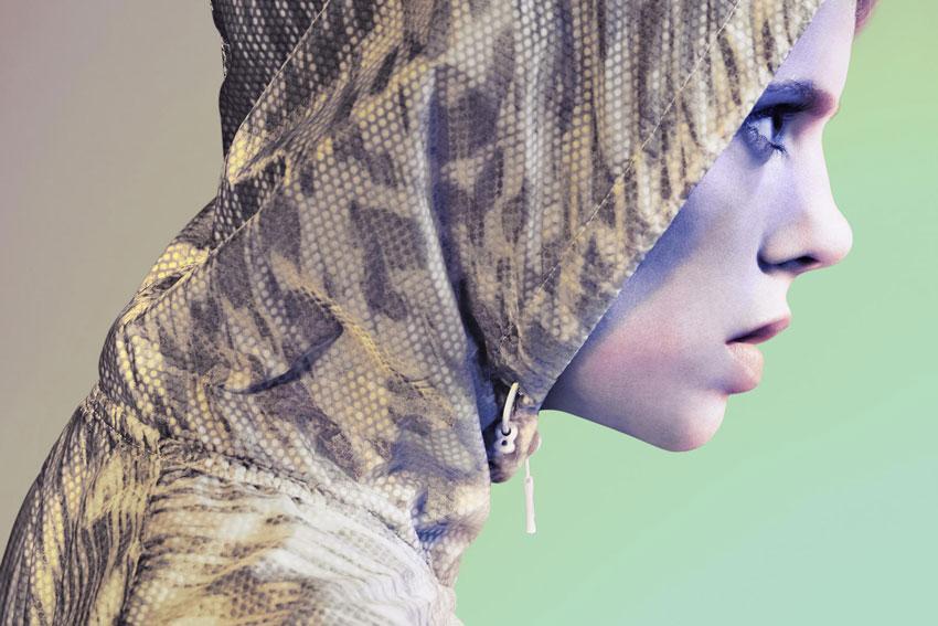 Nike Tech Hyperfuse Vest – dámská běžecká vesta se vzorem, detail kapuce – 2015