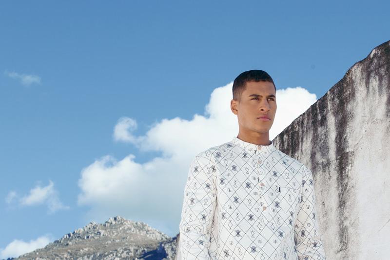 Daily Paper – pánská bílá košile s dlouhým rukávem, bez límečku, africké (marocké) symboly – trendy oblečení jaro/léto 2015
