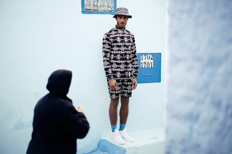 Daily Paper – pánská černá košile a černé šortky s marockými symboly – trendy oblečení jaro/léto 2015