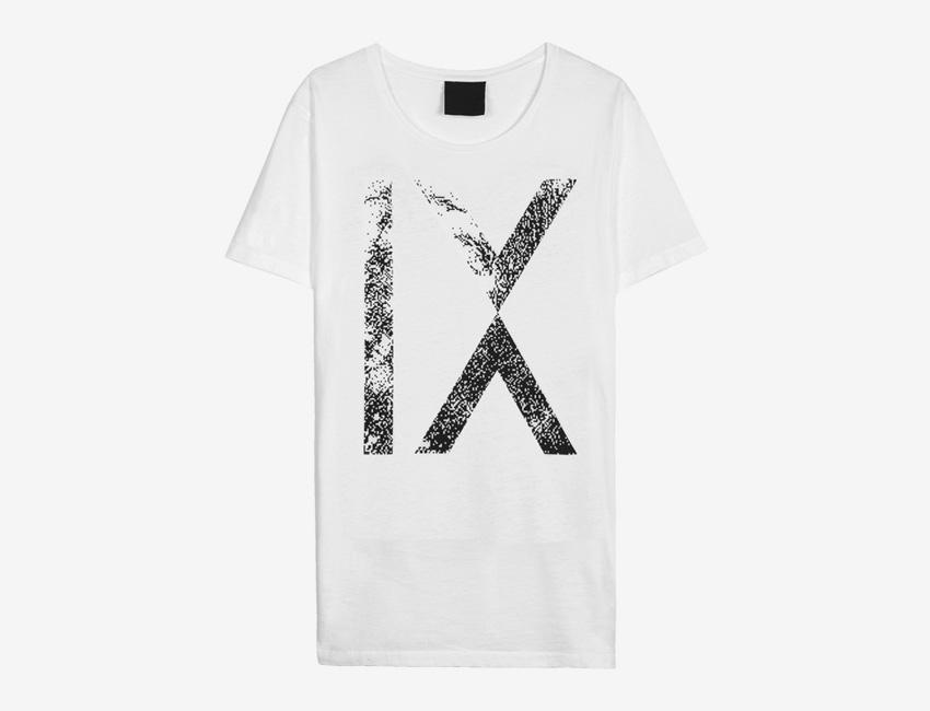 Trinitas – Volume IX – pánské dlouhé bílé tričko s potiskem IX