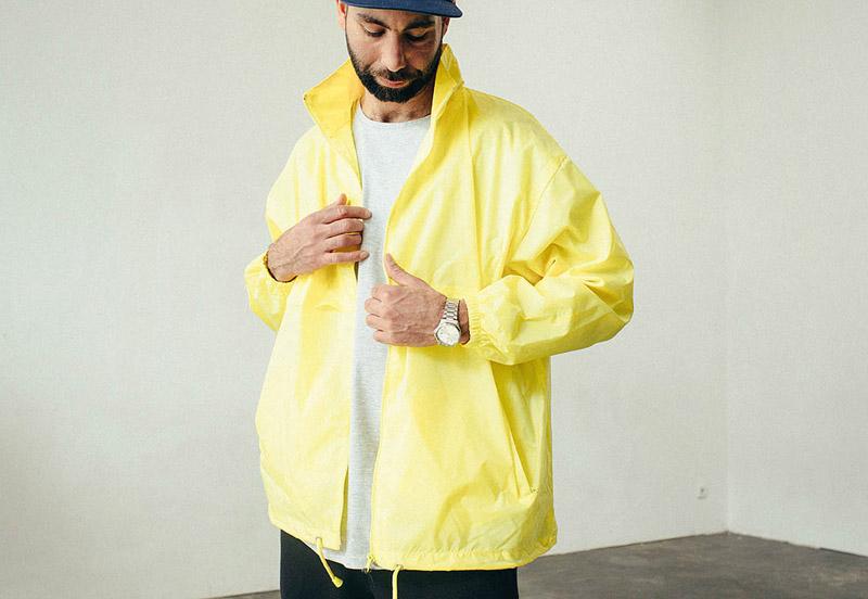 Zirkus Zirkus – žlutá šusťáková bunda, větrovka s kapucí – oblečení – jaro/léto 2015