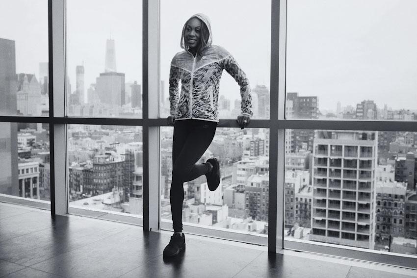 Nike Tech Hyperfuse Windrunner – dámská sportovní bunda s kapucí, žíhaný vzor – lookbook 2015