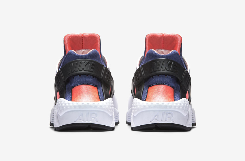 Nike Air Huarache – šedé, oranžové a růžové detaily – zadní pohled
