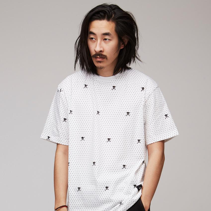 VV — Villainous Visard – bílé pánské tričko s tečkami a lebkami – Nexus 6