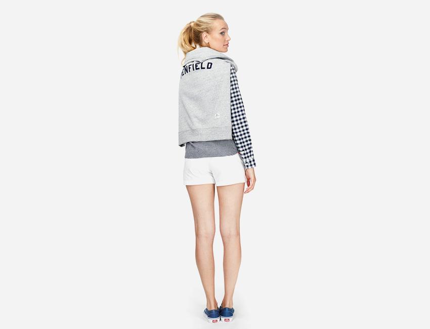 Penfield – šedá mikina – dámská, bílé kraťasy (šortky) – dámské oblečení – jaro/léto 2015