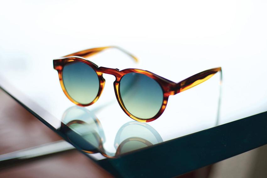 Komono – sluneční brýle Clement, hnědé, průhledné, moderní – lookbook jaro/léto 2015
