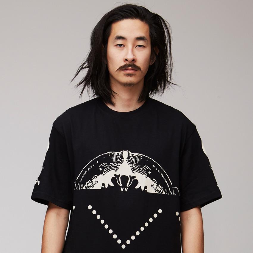 VV — Villainous Visard – černé pánské tričko s velkým potiskem – Xerxes