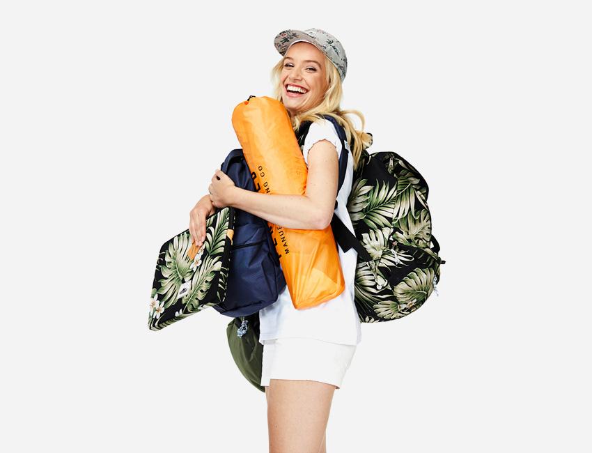 Penfield – pouzdro na notebook a batoh s květinovým motivem – dámské oblečení – jaro/léto 2015