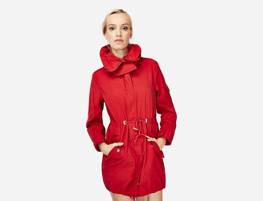 Penfield – červená delší bunda s kapucí, dámská dlouhá parka – dámské oblečení – jaro/léto 2015