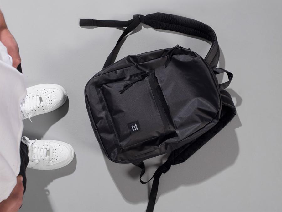 Herschel Supply Studio — černý batoh na záda, voděodolný, stylový nepromokavý školní batoh — Heritage Backpack