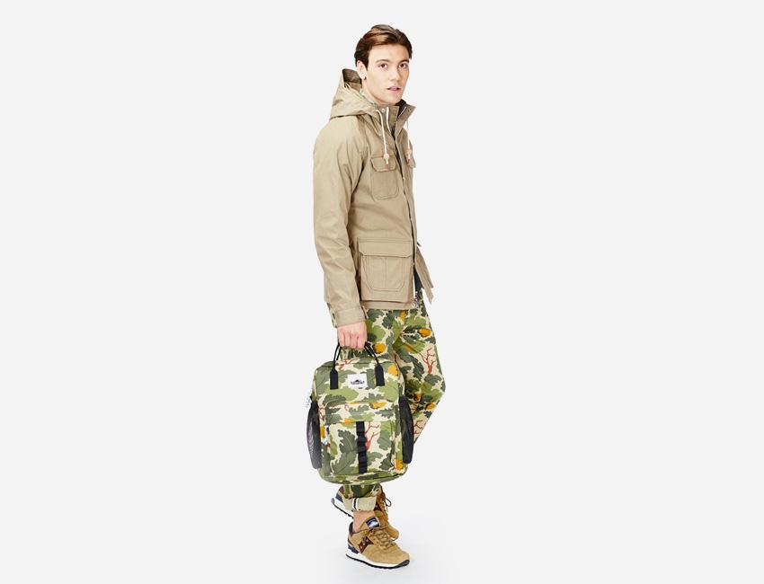 Penfield — pánská jarní khaki bunda s kapucí, maskáčový batoh, maskáčové kalhoty — pánské oblečení jaro/léto 2015