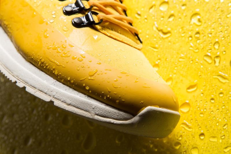 Akio — boty, žluté tenisky, dámské a pánské, detail, voděodolné, nepromokavé — The Orion — Rain City Pack