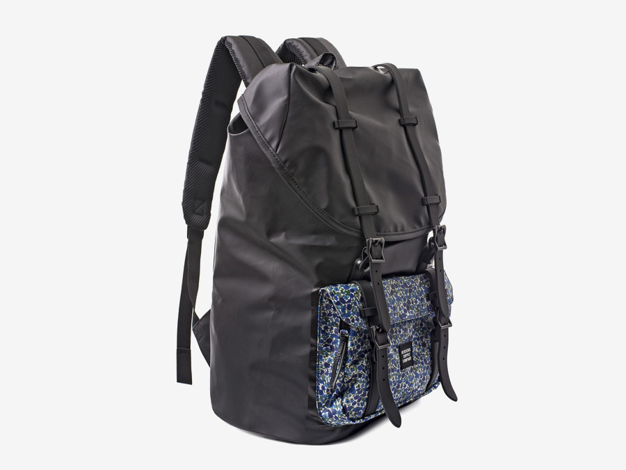Batoh Herschel Supply & Liberty London – černý, barevné vzory – Little America Backpack – Petal and Bud Liberty print