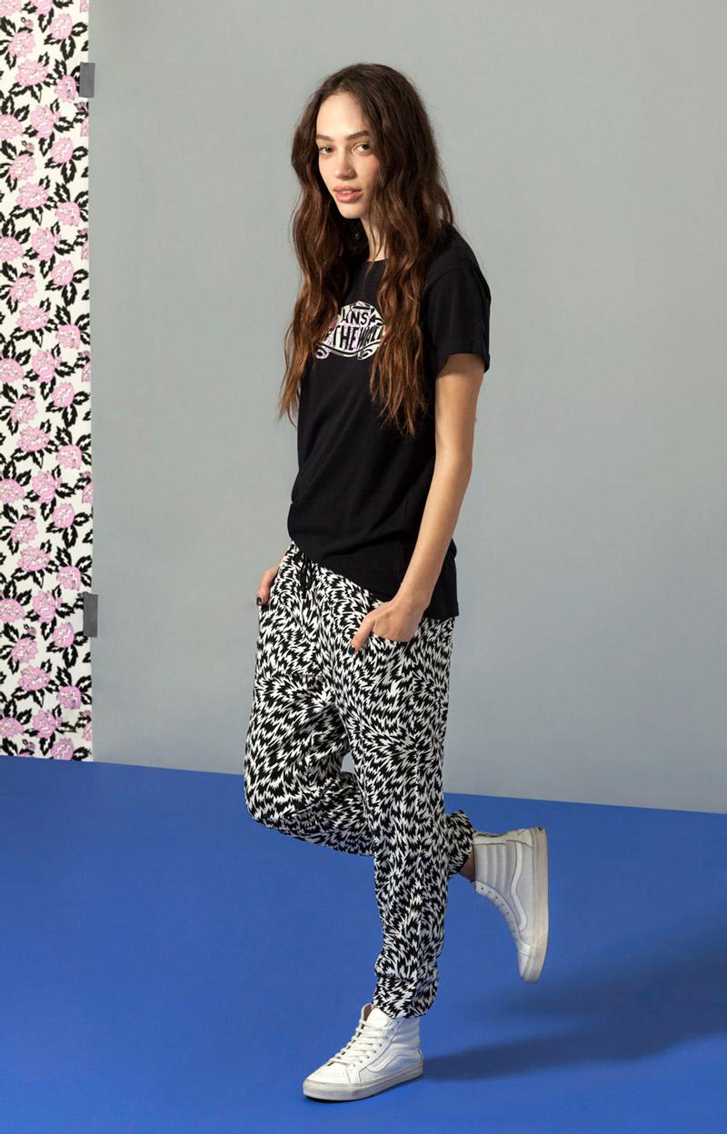 Vans x Eley Kishimoto — dámské kalhoty joggers s psychedelickým vzorem, černé tričko — oblečení, boty a doplňky Living Art