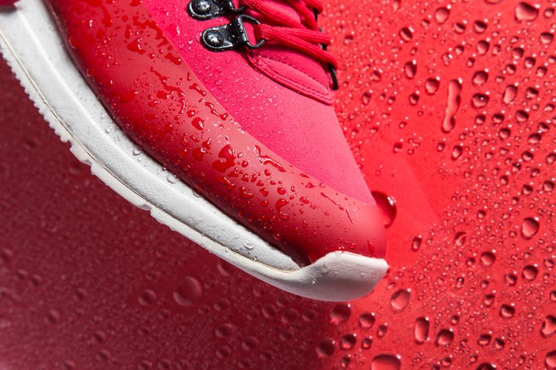 Akio — boty, červené tenisky, dámské a pánské, detail, voděodolné, nepromokavé — The Orion — Rain City Pack