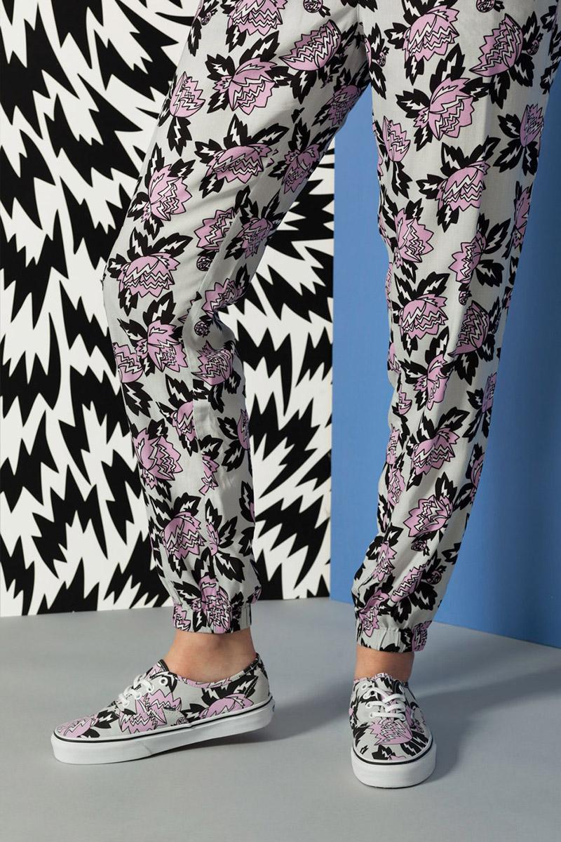 Vans x Eley Kishimoto — dámské kalhoty joggers, boty Vans Authentic s květinovým vzorem Magnolia — oblečení, boty a doplňky Living Art