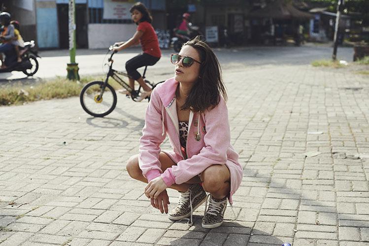 Femi Pleasure – dámská růžová mikina s kapucí – dámské oblečení – jaro/léto 2015