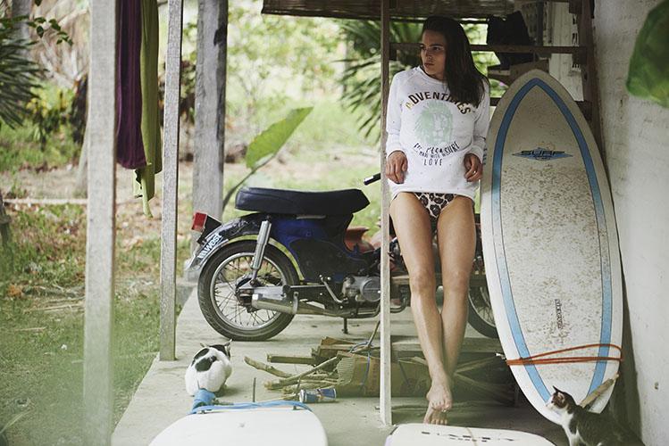 Femi Pleasure – dámská bílá mikina s kapucí, leopardí plavky – dámské oblečení – jaro/léto 2015