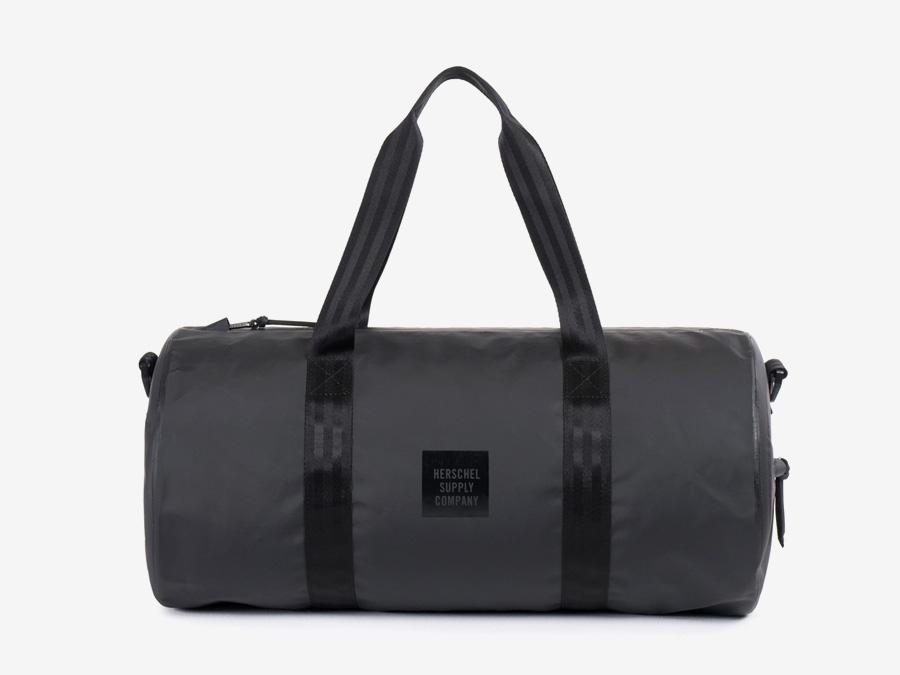Herschel Supply Studio — černá cestovní taška do ruky, přes rameno, voděodolná, nepromokavá — Sutton Duffle
