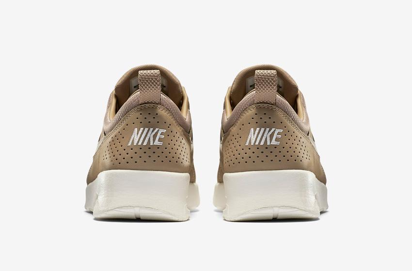 Nike Air Max Thea Premium Desert Brown — dámské boty — světle hnědé (pískové), kožené, tenisky, sneakers — zadní pohled