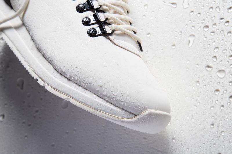 Akio — boty, bílé tenisky, dámské a pánské, detail, voděodolné, nepromokavé — The Orion — Rain City Pack