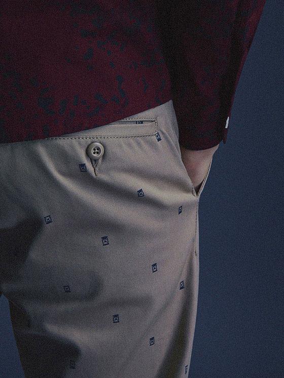 Carhartt WIP — pánské kalhoty chinos, khaki, s drobnými symboly — podzim/zima 2015, pánské oblečení