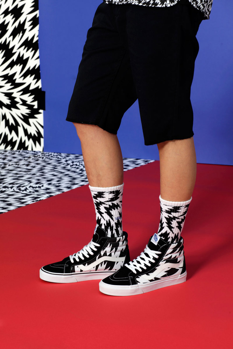 Vans x Eley Kishimoto — kotníkové boty Vans Sk8-Hi Reissue Flash, dlouhé ponožky — oblečení, boty a doplňky Living Art