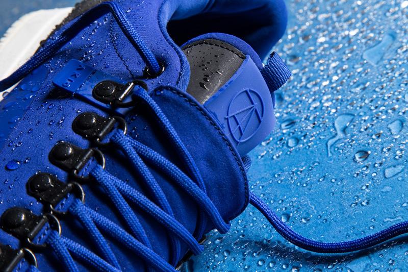 Akio — boty, modré tenisky, dámské a pánské, detail, voděodolné, nepromokavé — The Orion — Rain City Pack