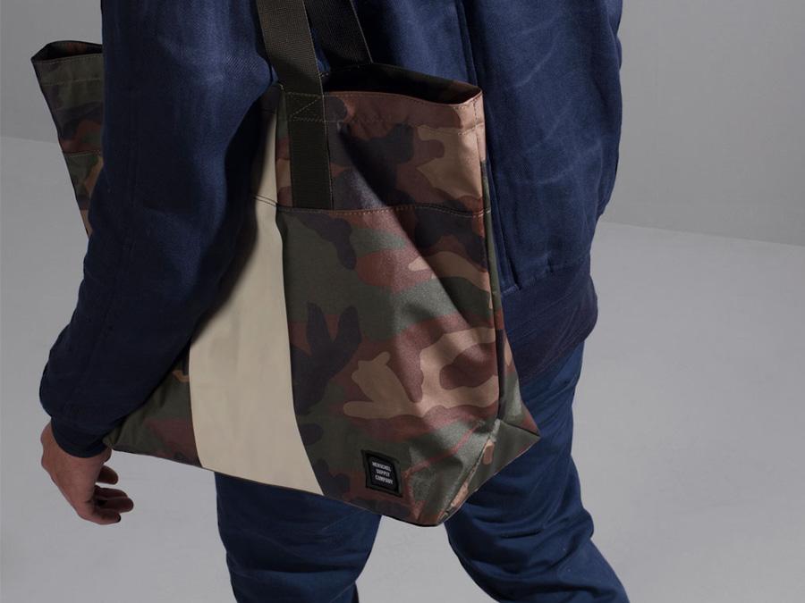 Herschel Supply Studio — městská maskáčová taška přes rameno, do ruky, nákupní camo nepromokavá taška — Alexander Tote
