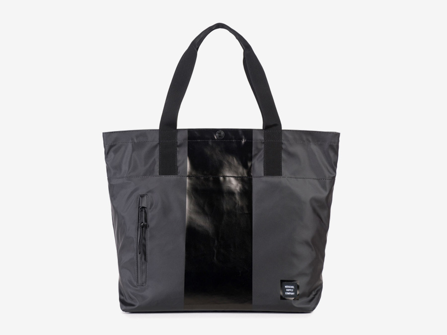 Herschel Supply Studio — nákupní nepromokavá taška, černá taška přes rameno, městská taška do ruky — Alexander Tote