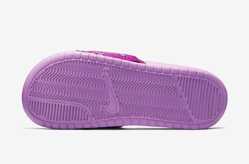 Nike Benassi Just Do It Print – dámské pantofle, letní nazouváky – fialová podrážka
