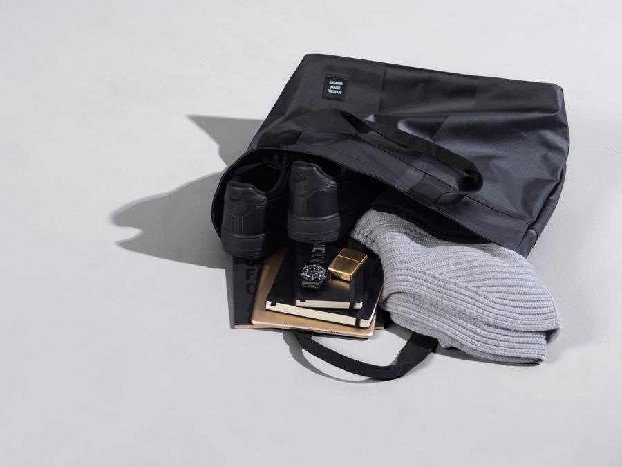 Herschel Supply Studio — městská taška do ruky, přes rameno, nepromokavá, voděodolná, černá — Alexander Tote