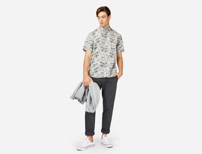 Penfield — šedá košile s krátkým rukávem, tmavě šedé kalhoty — pánské oblečení jaro/léto 2015