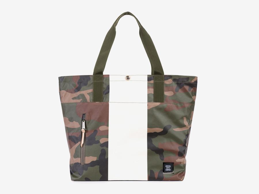 Herschel Supply Studio — městská taška do ruky, přes rameno, nepromokavá, voděodolná, maskáčová (camo) — Alexander Tote