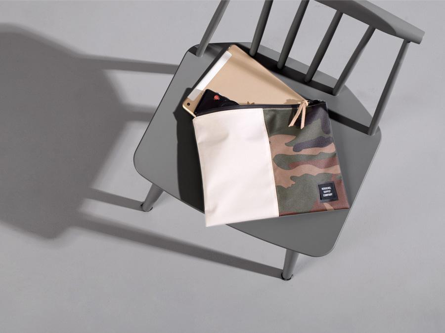 Herschel Supply Studio — píruční taška, spisovka, maskáčová, voděodolná, nepromokavá — Network Pouch