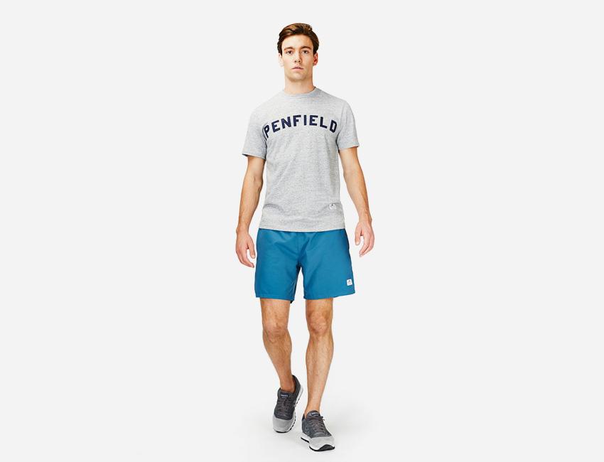Penfield — šedé pánské tričko, modré šortky/kraťasy — pánské oblečení jaro/léto 2015