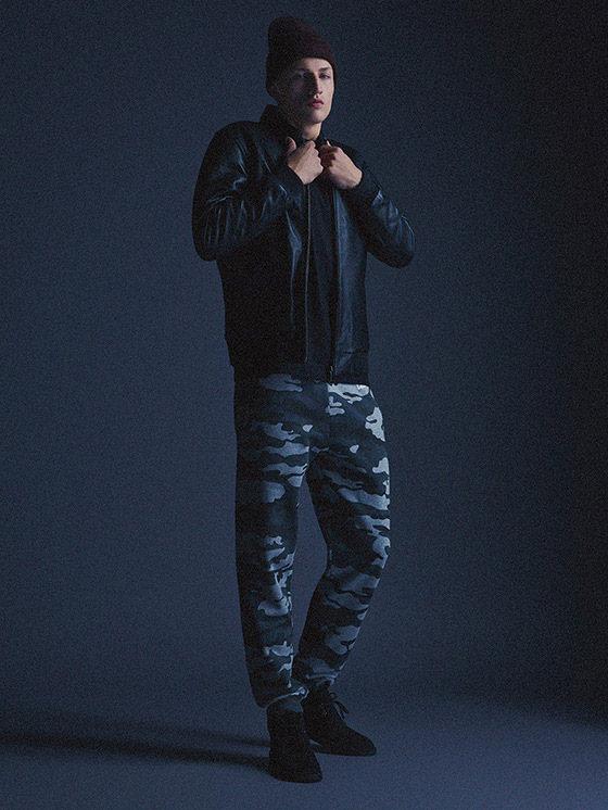Carhartt WIP — pánský bomber, bunda do pasu, maskáčové kalhoty joggers — podzim/zima 2015, pánské oblečení
