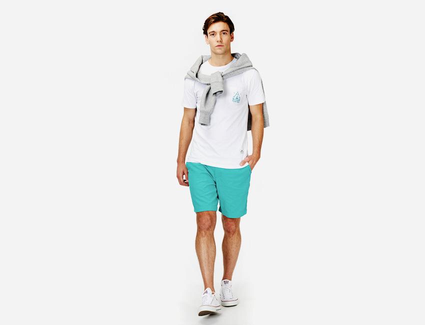 Penfield — pánské zeleno-modré šortky, bílé tričko — pánské oblečení jaro/léto 2015