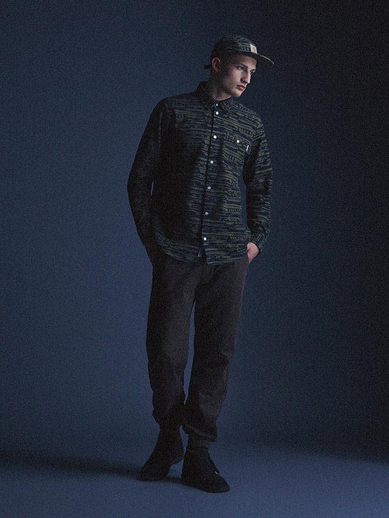 Carhartt WIP — pánská košile s dlouhým rukávem – zelená, vzorovaná, tmavé kalhoty joggers — podzim/zima 2015, pánské oblečení