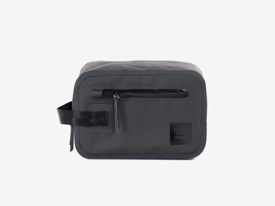 Herschel Supply Studio — toaletní taška, kosmetická taštička, černá, voděodolná, nepromokavá — Chapter Travel Kit