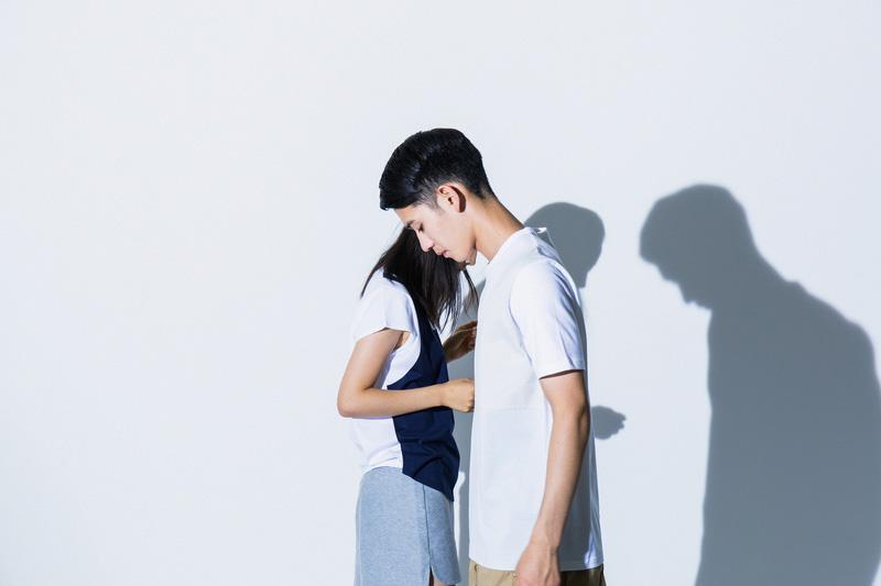 Aloye — pánské bílé tričko, dámské bílo-modré tričko — móda jaro/léto 2015