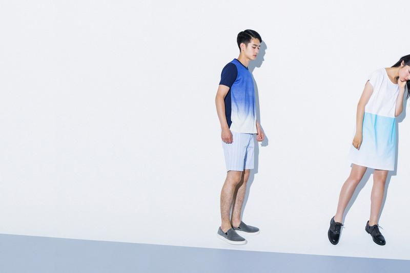 Aloye — dámské modro-bílé šaty, pánské modré tričko ombré, pánské šortky — móda jaro/léto 2015
