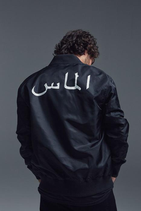 Black Scale x Diamond Supply Co. — lesklý černý bomber s potiskem na zádech, krátká bunda do pasu