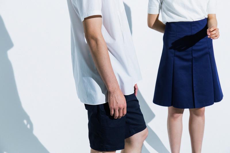 Aloye — tmavě modré šortky s puky, dámská dlouhá modrá sukně — móda jaro/léto 2015
