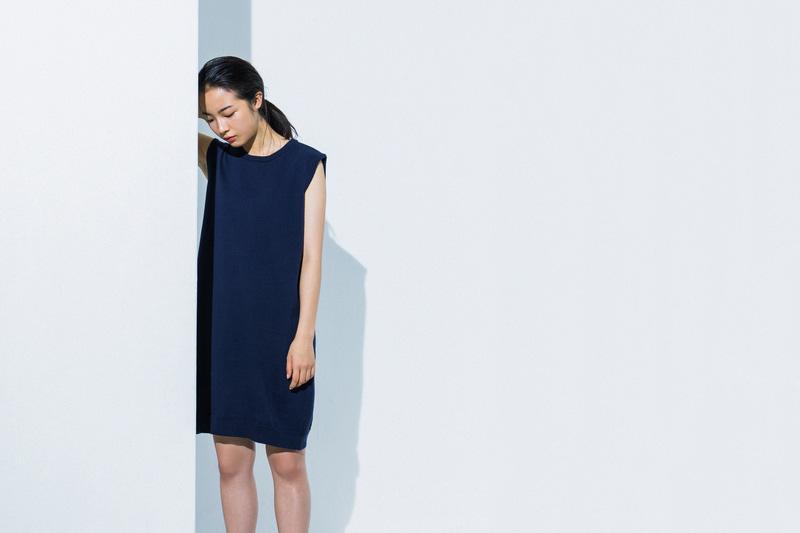 Aloye — dámské tmavě modré letní šaty bez rukávů — móda jaro/léto 2015