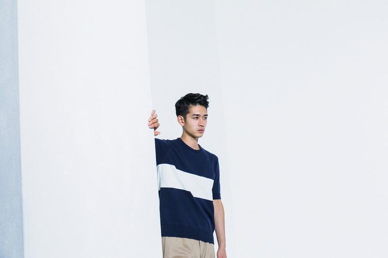 Aloye — pánský svetr, bílo-modrý, krátký rukáv — móda jaro/léto 2015