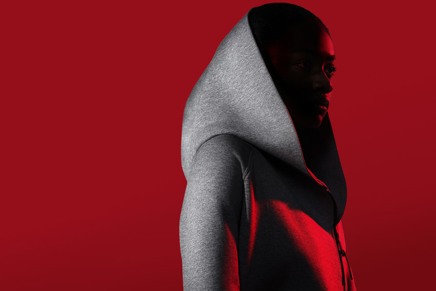 Nike Sportswear Tech Pack Fall 2015 — dámská šedá mikina s velkou kapucí — sportovní oblečení — podzim 2015