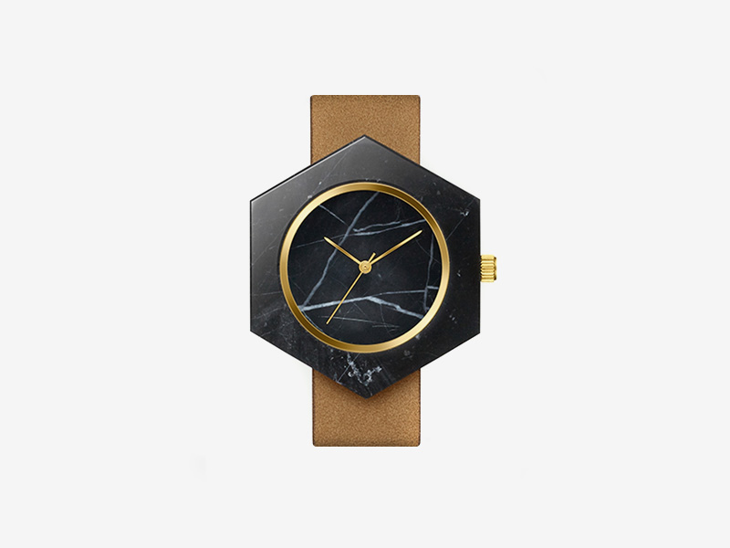 Analog Watch Co. — černé mramorové hodinky, šestiúhelníkové pouzdro, hnědý kožený náramek — marble watches